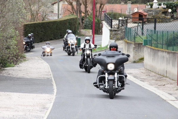 bikers-cussac-sur-loire-31547485E5AE767-404D-916D-15C0-1E922B2A47D9.jpeg